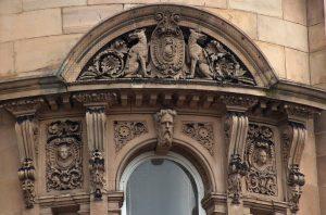 Судебные разбирательства в судах и арбитражных ценрах
